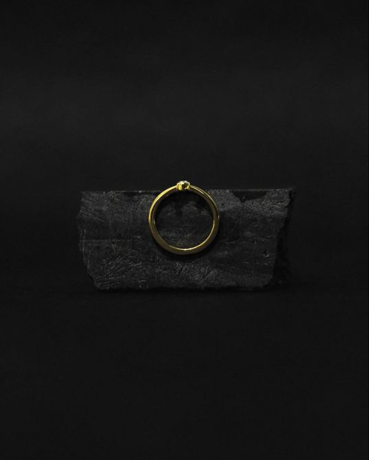 this 14K (585°) solid gold ring mixed with 3 mm brilliant is a standout and will stack beautifully on the hand with other bands on neighboring fingers.