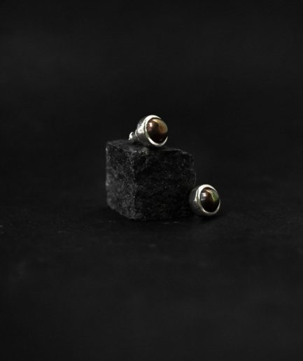 divu vienādu pērļu nav ___to daba ir mainīga kā krāsā, tā formā, padarot katru no tām unikālu. ņemot vērā iepriekš minēto, katra RO STUDIO rotaslieta ir neatkārtojama un nelielās niansēs var atšķirties no attēlos redzamās.