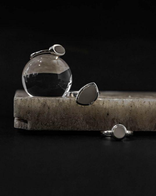 120321 - RO STUDIO - gredzens ar kahalong opālu