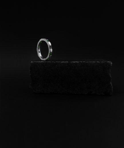 ja vēlaties justies īpaši karaliski un iedomāti, tad šis jums ir 1 sudraba gredzens ar desmit piparmētru granulām.