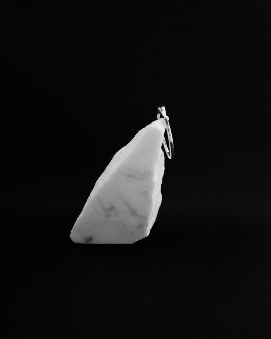 lai gan šis gredzens ar sudrabu un ametistu ir vienkāršs, tas rada mistisku un valdzinošu atmosfēru ___tam piemīt elegance un šarms